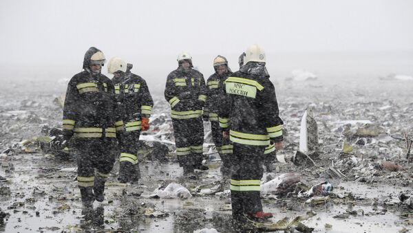 Emergencies Ministry members work at the crash site of a Boeing 737-800 operated by Dubai-based budget carrier Flydubai, at the airport of Rostov-On-Don, Russia, March 19, 2016. - Sputnik International