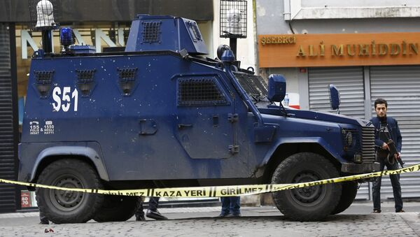 Police secure the area following a suicide bombing in a major shopping and tourist district in central Istanbul March 19, 2016. - Sputnik International