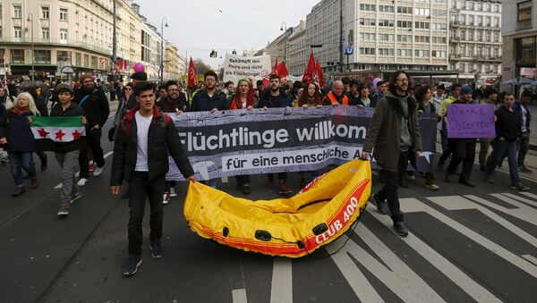 Protesters hold up banners and a rubber boat during a demonstration Refugees Welcome! No to Fortress Europe in Vienna, Austria - Sputnik International