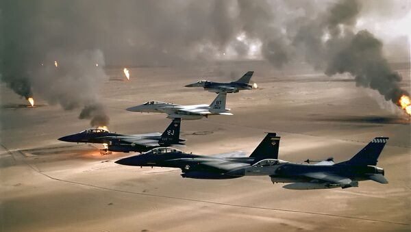USAF aircraft of the 4th Fighter Wing (F-16, F-15C and F-15E) fly over Kuwaiti oil fires, set by the retreating Iraqi army during Operation Desert Storm in 1991 - Sputnik International