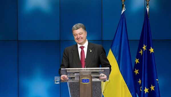 Ukraine President Petro Poroshenko smiles as he gives a press conference on the sidelines of of the EU Council in Brussels (File) - Sputnik International