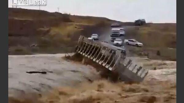 Truck Washed Away by a Mudflow - Sputnik International