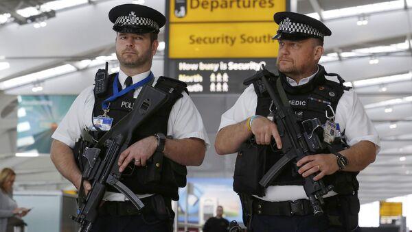 Armed police patrol at Terminal 5, Heathrow Airport in London, Britain March 22, 2016. - Sputnik International