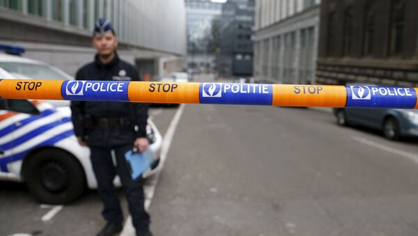 A Belgian police officer stands guard near the federal police headquarters in Brussels, March 19, 2016, after Salah Abdeslam, the most-wanted fugitive from November's Paris attacks, was arrested after a shootout with police in Brussels on Friday. - Sputnik International