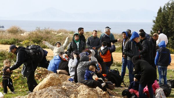 Refugees wait on a roadside after Turkish police prevented them from sailing off to the Greek island of Farmakonisi by dinghies, near a beach in the western Turkish coastal town of Didim, Turkey, March 9, 2016 - Sputnik International