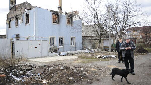 A destroyed house in Donetsk - Sputnik International