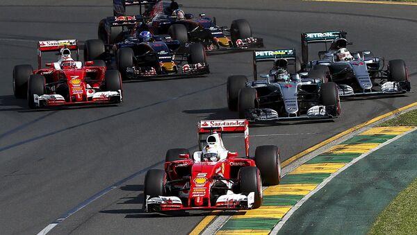 Ferrari F1 driver Sebastian Vettel leads the pack during the start of the Australian Formula One Grand Prix in Melbourne - Sputnik International