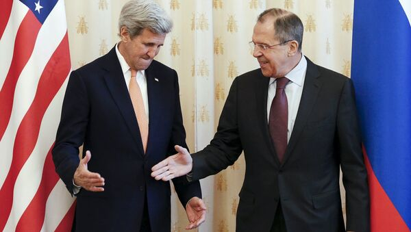 Russian Foreign Minister Sergei Lavrov (R) shakes hands with U.S. Secretary of State John Kerry during a meeting in Moscow, Russia, March 24, 2016 - Sputnik International