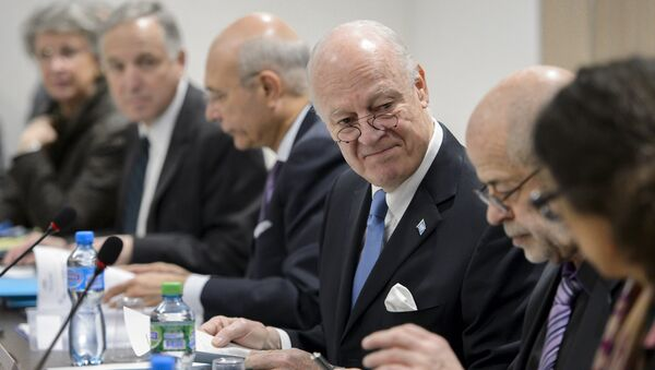 U.N. Special Envoy for Syria Staffan de Mistura (3rd R) looks at members of his staff at the opening of a meeting with Syrian government representatives during Syrian Peace talks at the United Nations in Geneva, Switzerland, March 24, 2016 - Sputnik International