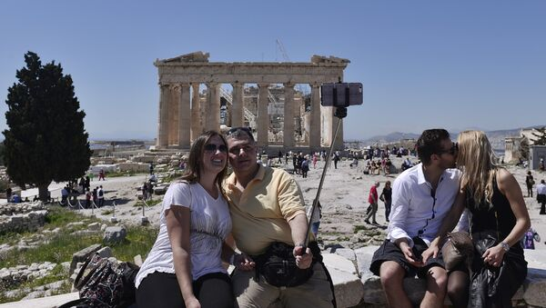 Tourists take pictures while visiting the Acropolis in Athens on April 3, 2015 - Sputnik International