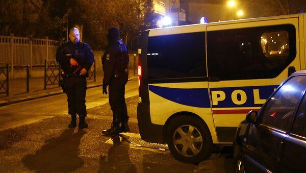 Police officers block a street in Argenteuil, northwest of Paris, late Thursday March 24, 2016. - Sputnik International