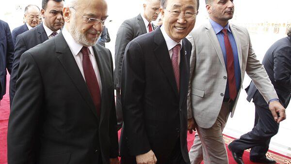 United Nations Secretary-General Ban Ki-moon (C) walks with Iraqi Foreign Minister Ibrahim al-Jaafari after arriving at Baghdad International Airport, Iraq March 26, 2016. - Sputnik International