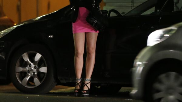 A prostitute waits for clients in a street - Sputnik International