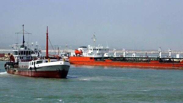 An Iranian oil tanker is seen floating on the Caspian Sea - Sputnik International