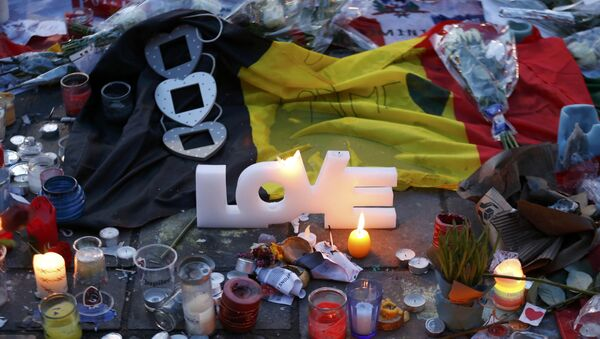 Candles and a flag are seen at the Place de la Bourse as people pay tribute to the victims of Tuesday's bomb attacks in Brussels, Belgium, March 25, 2016. - Sputnik International