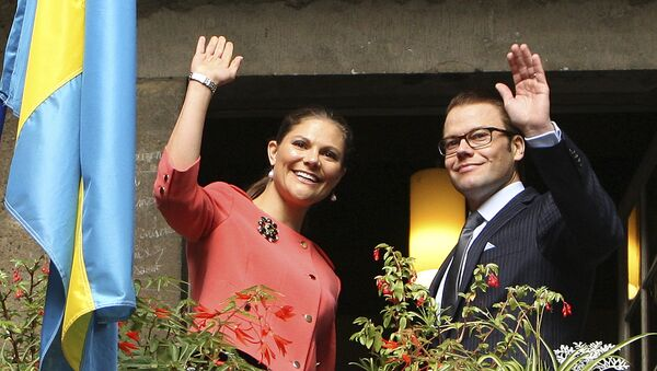 Sweden's Crown Princess Victoria, left and her husband Prince Daniel gesture from the balcony of the Bernadotte museum in Pau, southwestern France, Tuesday, Sept. 28, 2010. - Sputnik International