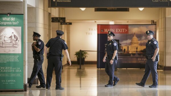 Capitol Police officers secure the Capitol Visitor's Center on Capitol Hill. - Sputnik International