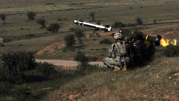 Under the instruction of a U.S. Soldier, an Indian Army soldier fires a Javelin missile as part of Yudh Abhyas, a bilateral training exercise designed to develop and expand upon the relationship between the two armies. - Sputnik International