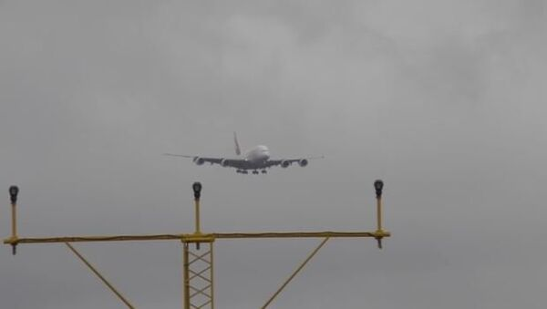 Plane looks like it is floating in the sky - Sputnik International