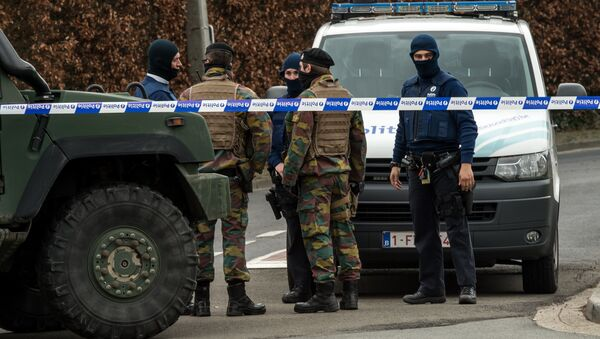 Belgian police and servicemen block access to the closed hotel and restaurant Villa Marquette on March 31, 2016, in Courtrai, during an operation in connection with a foiled attack plot in France, whose main suspect was charged this week with membership of a terrorist organisation - Sputnik International