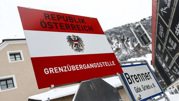 A border sign reading 'Republic of Austria - boarder' is seen in the Italian village of Brenner on the Italian - Austrian boarder - Sputnik International