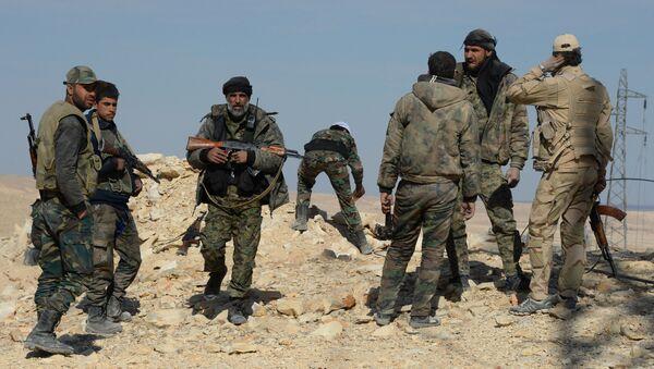 Syrian government army and militia on the fringes of Al Qaryatayn - Sputnik International
