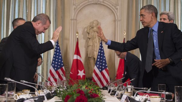 US President Barack Obama (R) greets Turkish President Recep Tayyip Erdogan prior to a meeting at the US Chief of Mission's residence in Paris on December 1, 2015. - Sputnik International