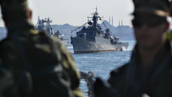 Turkish Navy commandos stand guard at Turkish Navy frigate TCG Salihreis. (File) - Sputnik International