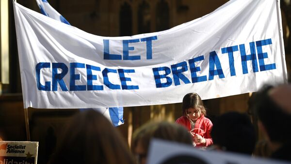 A young girl reacts as she joins Greek residents and other supporters at a rally in Sydney on July 4, 2015. - Sputnik International