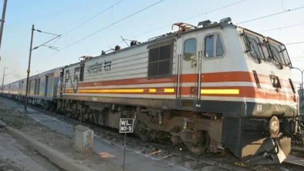 India's first semi-bullet train, Gatiman Express  - Sputnik International