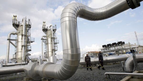Turkish technicians walk at the Silivri natural gas storage facility in Silivri, near Istanbul, Turkey, Wednesday, Jan. 7, 2009 - Sputnik International