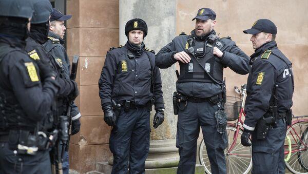 Danish policemen stand guard in front of the city court in Copenhagen, Denmark - Sputnik International