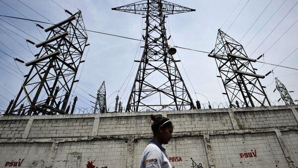 A woman walks in front of electricity pylons in Caracas, Venezuela (File) - Sputnik International