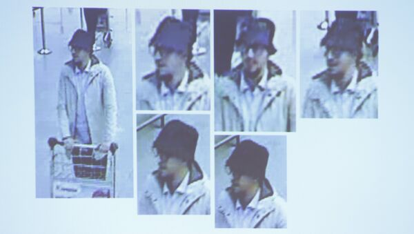 man whom officials believe may be a suspect in the attack which took place at the Brussels international airport of Zaventem, is seen in this CCTV image made available by Belgian Police on April 7, 2016 - Sputnik International