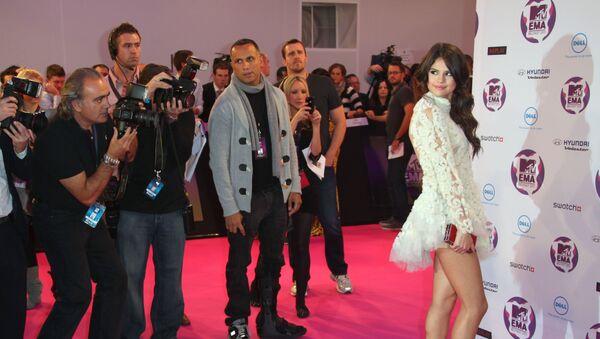 Host Selena Gomez arrives for the MTV European Music Awards 2011, in Belfast, Northern Ireland. - Sputnik International