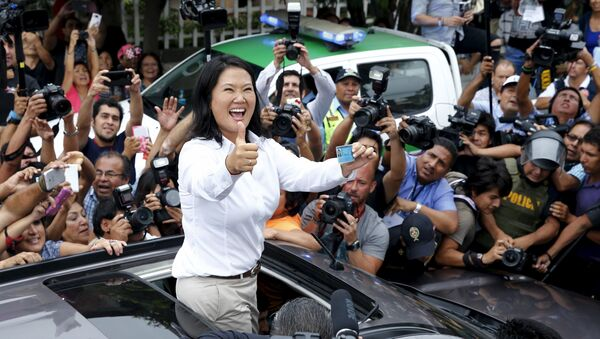 Peru's presidential candidate Keiko Fujimori gestures to supporters and media as she holds her I.D. after voting during presidential election in Lima, Peru, April 10, 2016. - Sputnik International