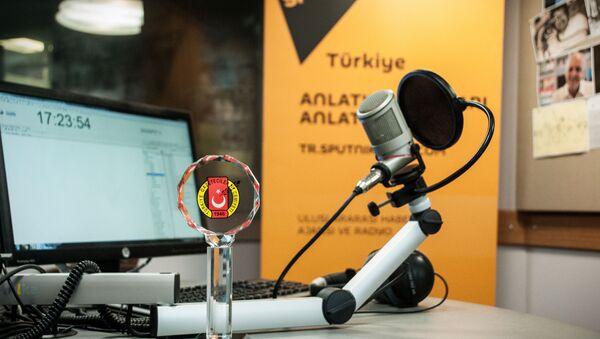 "Radio Sputnik's evening program has received an award from the Turkish Journalists' Association ""For Advances in Journalism."" - Sputnik International"
