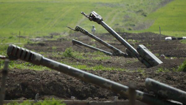 Armenian artillery is seen near Nagorno-Karabakh's town of Martuni, 8 April 2016. - Sputnik International