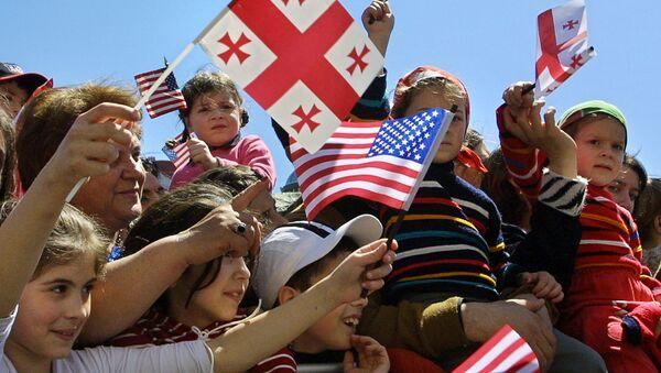 Children wave Georgian and US flags at Freedom Square in the Georgian capital Tbilisi (File) - Sputnik International