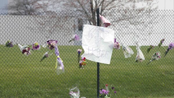 Flowers and a sign appear on the fence at Paisley Park Studios, the home and studio of singer Prince, Thursday, April 21, 2016 in Chanhassen, Minn. Prince died at the home, Thursday, at the age of 57. - Sputnik International