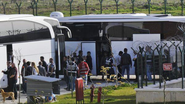 Turkish security members surround migrants after their arrival in Pehlivankoy, Kirklareli, Turkey (File) - Sputnik International