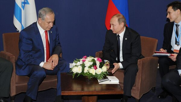 Russian President Vladimir Putin, centre, and Prime Minister of Israel Benjamin Netanyahu - Sputnik International