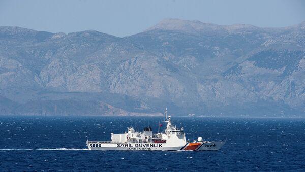 (File) A Turkish coast guard ship patrols in the Aegean Sea, off the Turkish coast, April 20, 2016. - Sputnik International