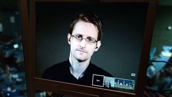 NSA former intelligence contractor Edward Snowden - Sputnik International
