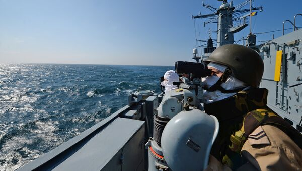 Romanian frigate Regina Maria personnel with the NATO Standing Maritime Group-2 keep watch during a military drill on the Black Sea, 60km from Constanta city March 16, 2015 - Sputnik International