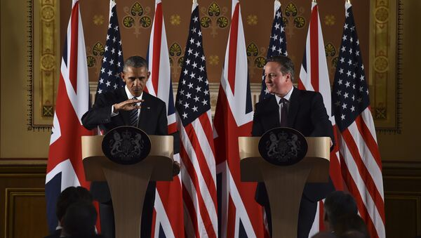 US President Barack Obama (L) talks during a press conference with then Britain's Prime Minister David Cameron (R) at the Foreign and Commonwealth Office in central London on 22 April 2016 following a meeting at Downing Street. - Sputnik International