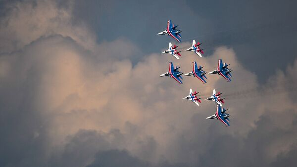 Russian Knights and Swifts aerobatic teams train for the upcoming Victory Day Parade in Moscow. - Sputnik International