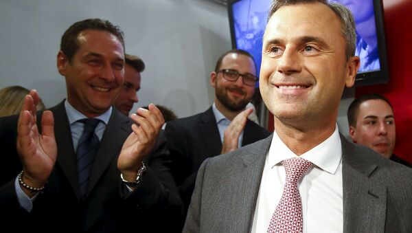 Presidential candidate Norbert Hofer (R) and head of the Austrian Freedom party Heinz-Christian Strache (L) react at the party headquarter in Vienna, Austria, April 24, 2016 - Sputnik International