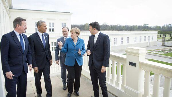 German Chancellor Angela Merkel (2nd R) stands with British Prime Minister David Cameron, U.S. President Barack Obama, French President Francois Hollande and Italian Prime Minister Matteo Renzi before talks at Schloss Herrenhausen in Hanover, Germany April 25, 2016 - Sputnik International