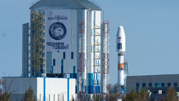 A Souyuz 2.1a space carrier with Russian satellites Lomonosov, Aist-2D and a SamSat-216 nano satellite sits on the launch pad at Vostochny cosmodrome. - Sputnik International